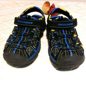 ⬇️Skechers SKX covered toe sandals.
